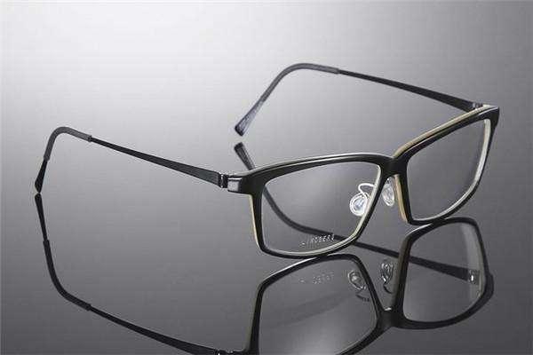 眼镜店加盟还是自己开,时代决定了你的选择