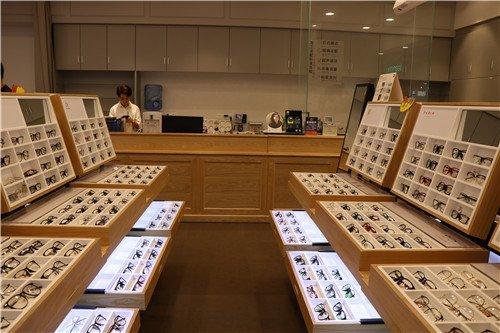 东南眼镜加盟店分享近视的矫正方法