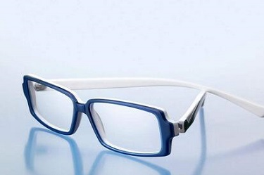 戴眼镜会加重黑眼圈吗?