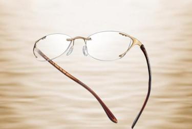 眼镜店加盟解说导致近视的诱因之一:握笔姿势